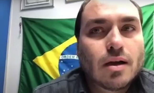O vereador Carlos Bolsonaro na sessão da Câmara do Rio sobre a cassação de Dr. Jairinho