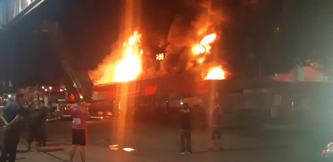 Incêndio destrói loja de dois andares no Centro de Porto Velho - Notícias - Plantão Diário