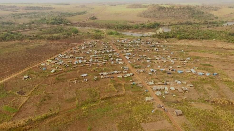 Trabalhadores estão na área há mais de um ano (Foto: Drone Jaciara)