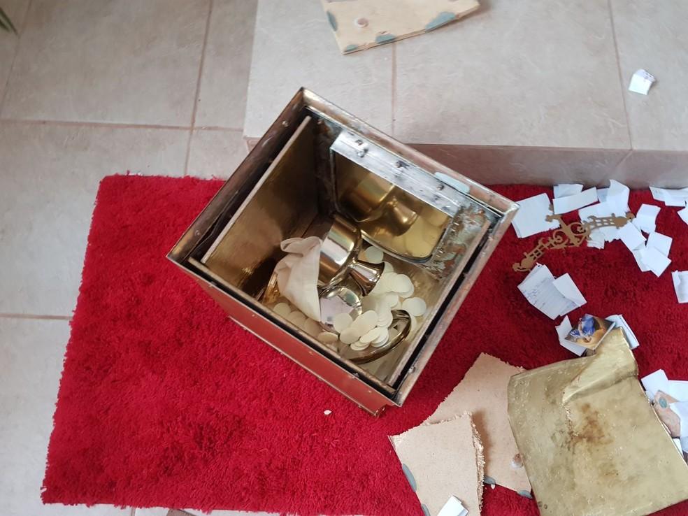 Sacrário da Paróquia São João Batista foi quebrado por rapaz que invadiu o local (Foto: Arquivo pessoal)