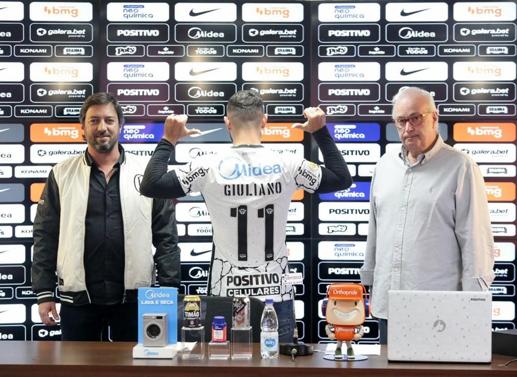 Giuliano veste a camisa 11 do Corinthians — Foto: Rodrigo Coca/Ag.Corinthians