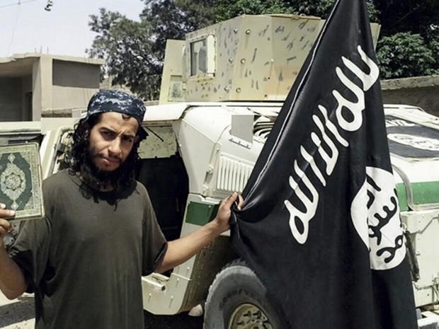 Imagem não datada disponibilizada na revista do Estado Islâmico Dabiq mostra belga Abdelhamid  (Foto: Militant photo via AP)