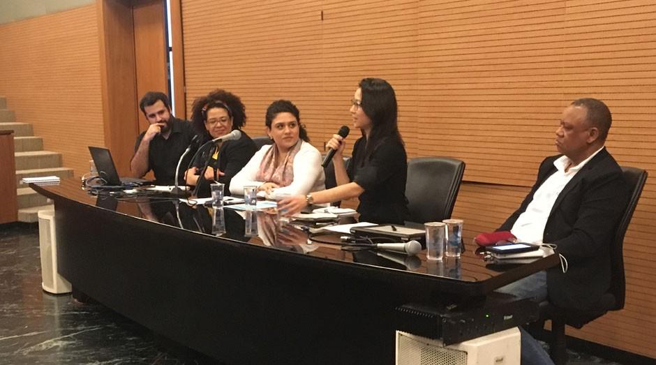 Rafael Darrouy, Selma Moreira, Beatriz de Figueiredo Coppola, Joyce Toyota e Celso Athayde estavam na mesa (Foto: Editora Globo/Carina Brito)