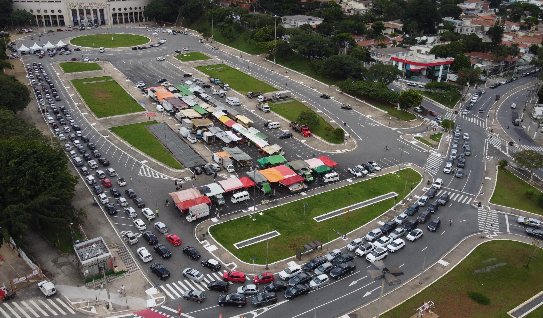 Com longas filas, cidade de SP vacina cerca de 32 mil idosos contra a Covid-19 neste sábado e decide abrir postos no domingo