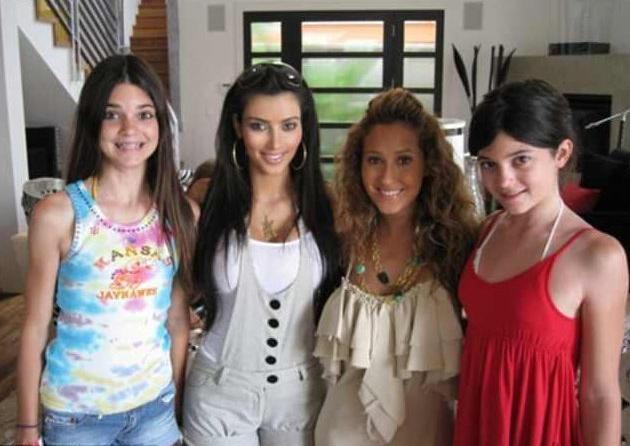 As irmãs Kylie Jenner, Kendall Jenner e Kim Kardashian com uma amiga em foto de 2008 (Foto: Reprodução)
