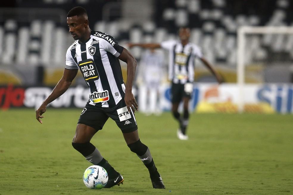 Kalou é o dono do salário mais caro do Botafogo e o clube tentará chegar a um acordo para rescindir o contrato — Foto: Vitor Silva/Botafogo