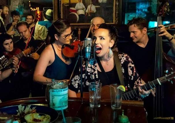 Mona's bar, em New York (Foto: Reprodução)