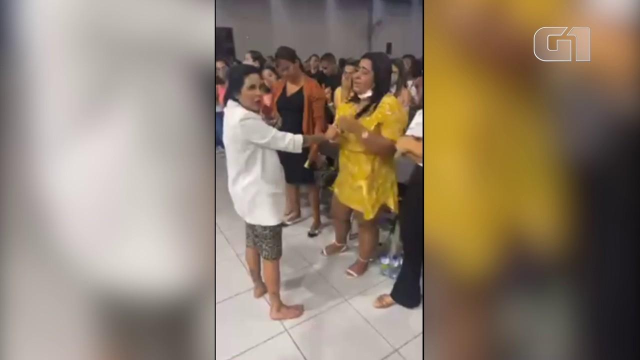 Culto em igreja evangélica no Recife tem aglomeração e pastores e público sem máscara
