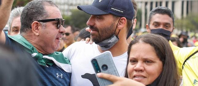 O deputado federal Eduardo Bolsonaro, filho do presidente, também participou do ato em Brasília
