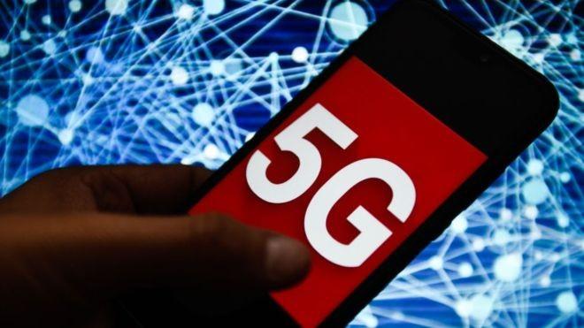 A rede de quinta geração promete mais velocidade, conexão melhor e economia de bateria (Foto: Getty Images via BBC News Brasil)