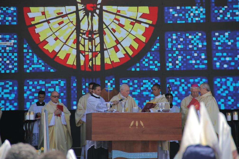 Cardeais e bispos celebram a missa em comemoração aos 300 anos da Padroeira (Foto: Carlos Santos/G1)