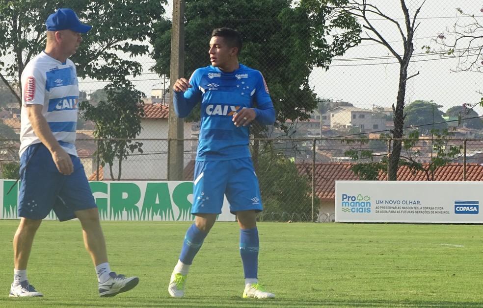 b9ade9ea74bfc ... Lucas Romero volta a ser titular da lateral direita do Cruzeiro — Foto   Thaynara Amaral