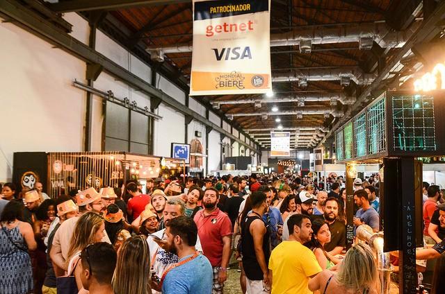 O festival é realizado em três armazéns do Píer Mauá