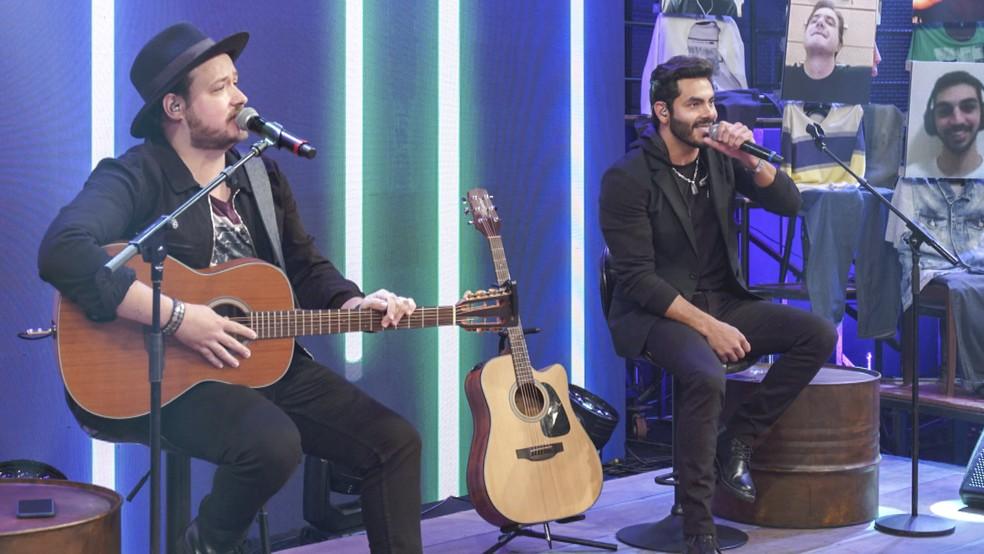 Israel & Rodolffo cantam no 'Altas Horas' — Foto: Globo