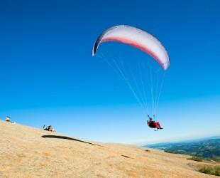 Aulas de asa delta e paraglider são oferecidos pela Associação Voo Livre local  (Foto: Prefeitura da Estância de Atibaia)
