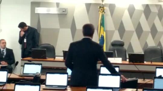 Collor é o primeiro senador a chegar à sabatina de Janot na CCJ do Senado