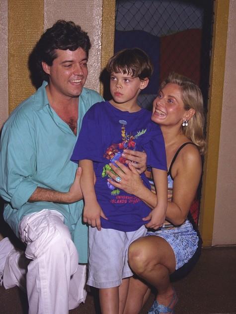 Felipe Camargo e Vera Fischer com o filho, Gabriel, em 1999 (Foto: Divulgação)