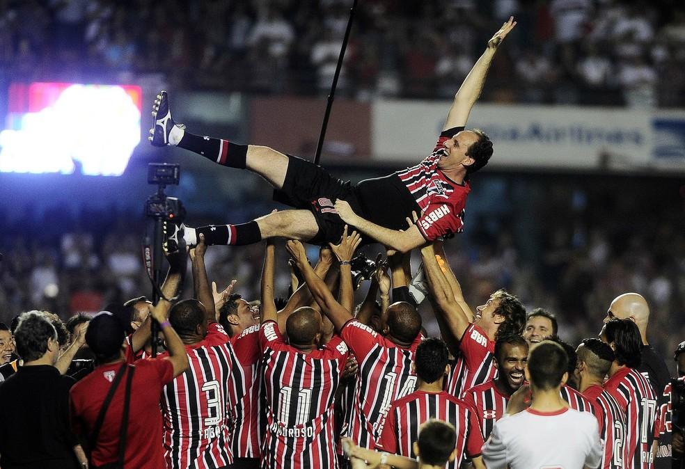 Rogério Ceni em sua despedida do São Paulo — Foto: Marcos Ribolli