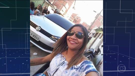 Mulher morre ao ser atingida por bala perdida no Complexo da Maré; outros  3 moradores ficam feridos