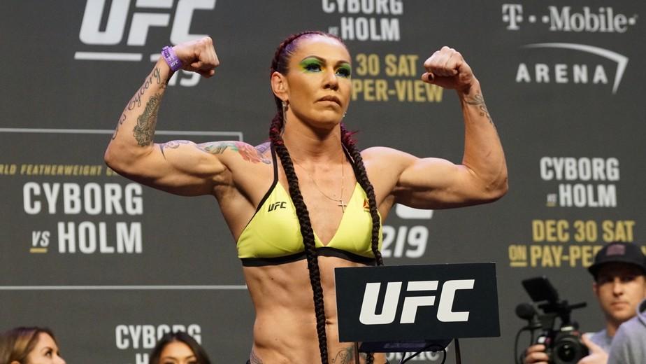 Cyborg diz que aceitou luta contra Amanda Nunes para dia 7 de julho, em Las Vegas