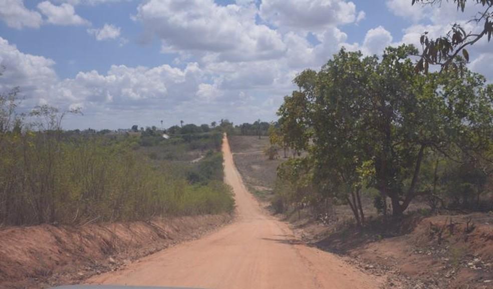 Estarada de terra onde aconteceram assaltos fica na zona rural de Glória do Goitá, na Zona da Mata de Pernambuco (Foto: Gilmar Santos Silva/Divulgação)