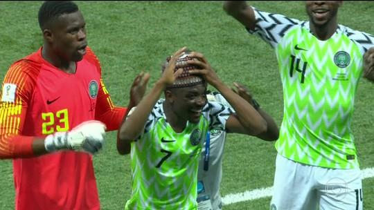 Vitória da Nigéria contra a Islândia dá sobrevida à Argentina