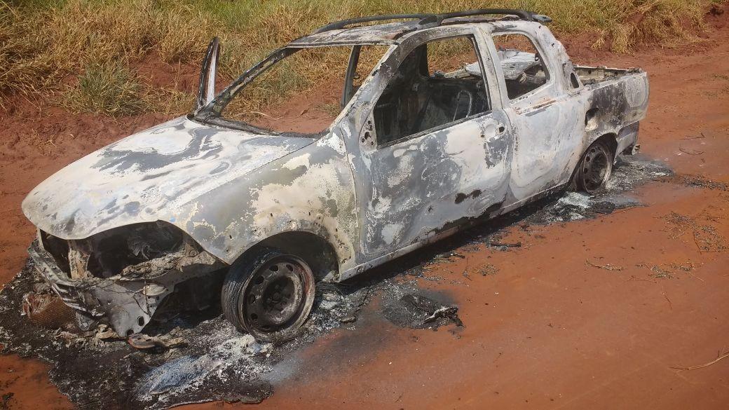 Corpos de suspeitos de matar policial são encontrados carbonizados em carro