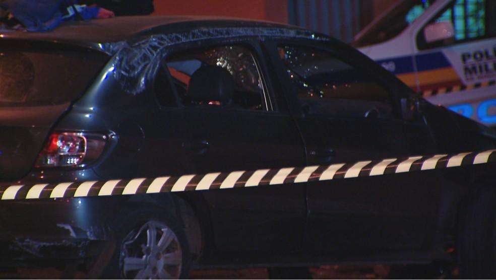 -  Jovem capotou o carro na Avenida Juscelino Kubitscheck  Foto: TV Integração/ Reprodução