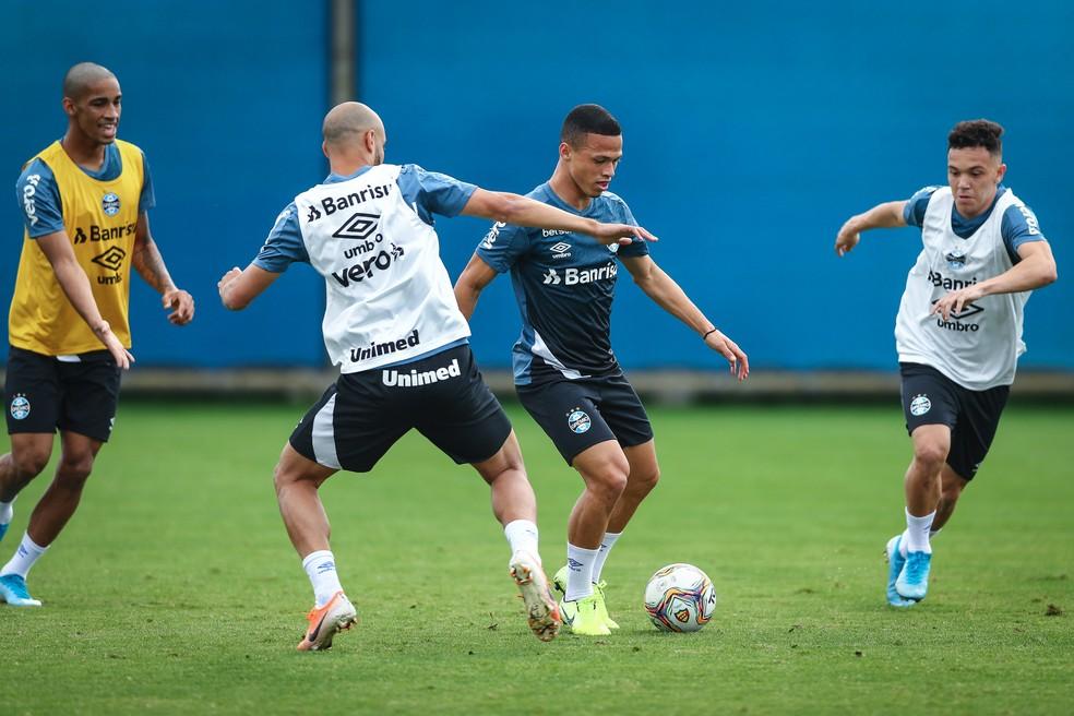 Darlan e Pepê em treino do Grêmio — Foto: Lucas Uebel/Grêmio