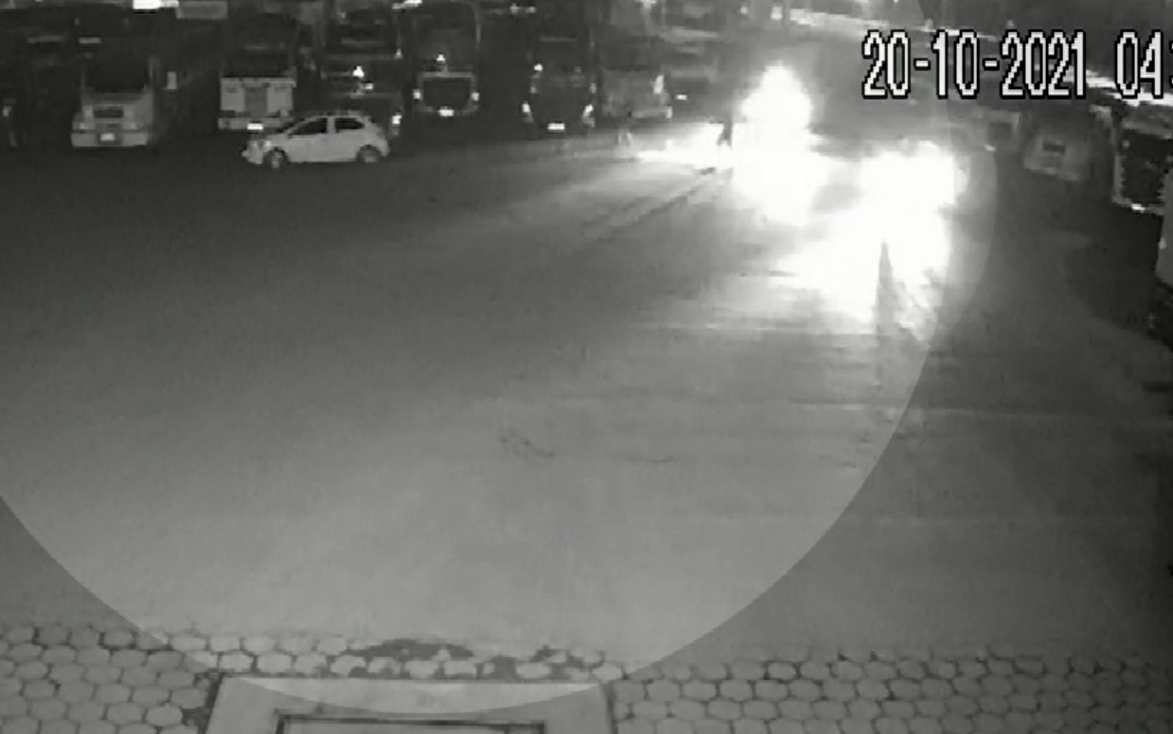 Mulher é perseguida e baleada por policiais à paisana após ser confundida com criminoso, em Valparaíso de Goiás, diz marido