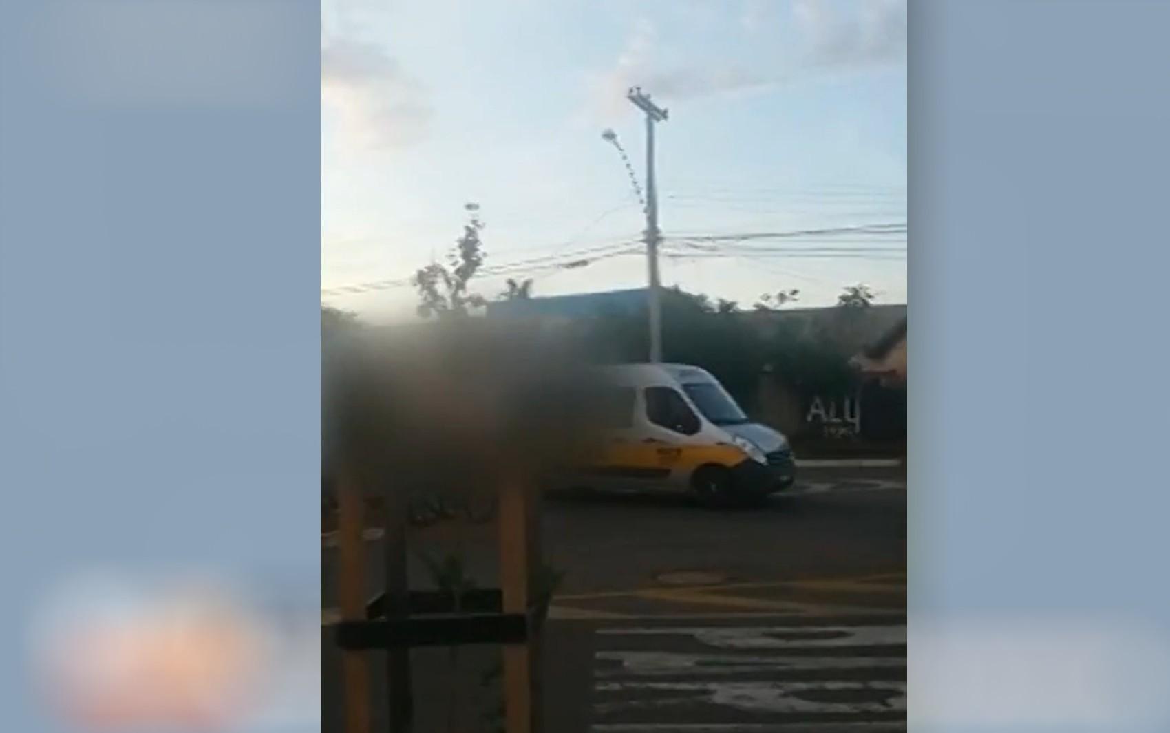 Família denuncia que ciclista foi agredido por motorista de van escolar em Goiânia; vídeo
