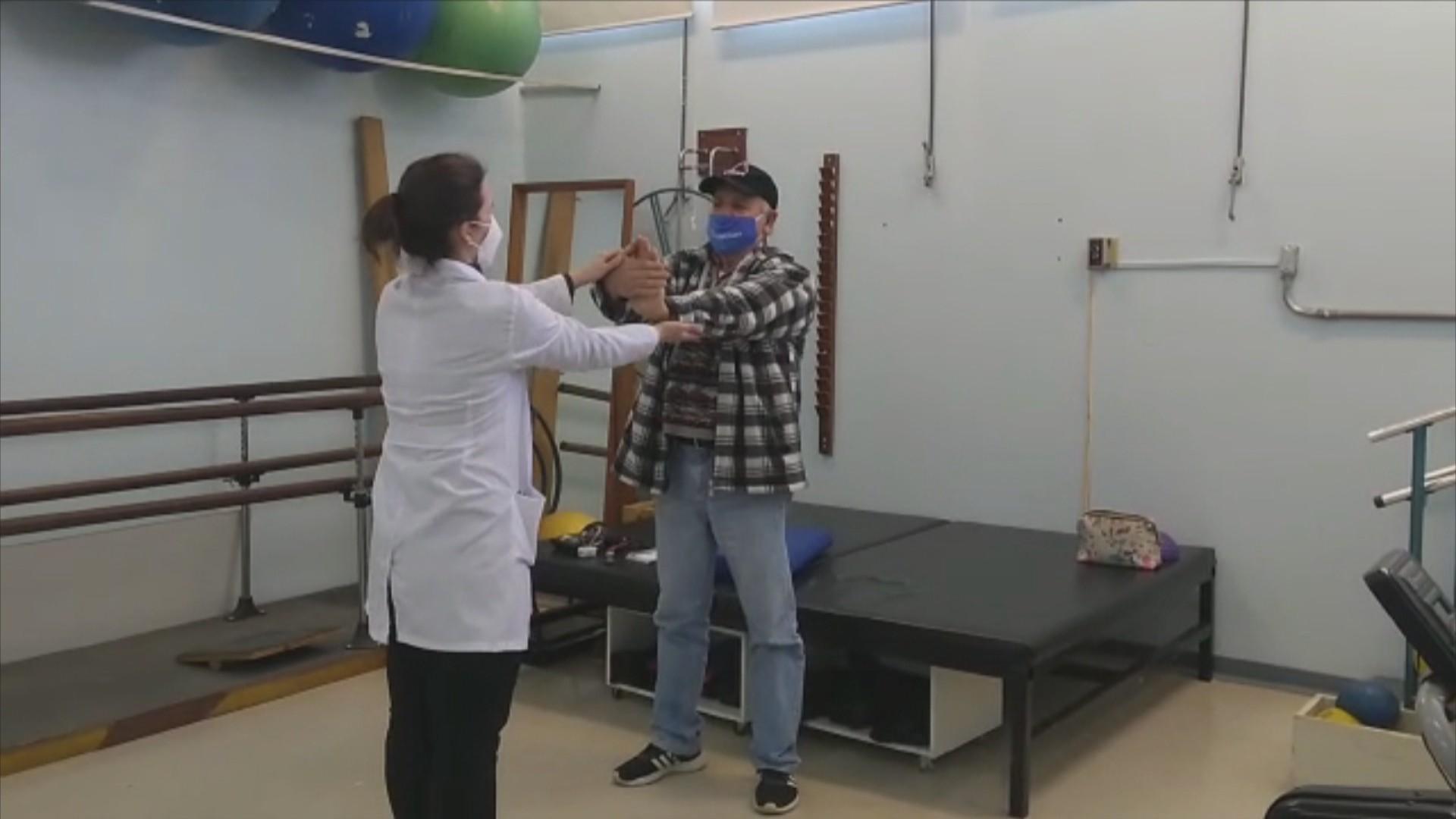 Pacientes de Covid são tratados em ambulatório que atendeu sobreviventes da Kiss em Santa Maria: 'Está me ajudando'