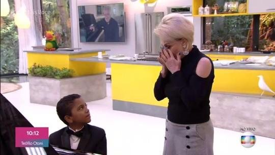Ana Maria Braga se impressiona com talento de pianista de 11 anos