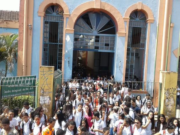 Prédio do Cintra é ocupados por estudantes secundaristas em São Luís (Foto: Mário Perna/UESMA)