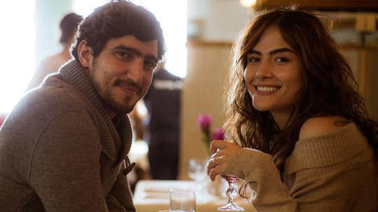 Renato Góes define relação dos personagens Renato e Rimena e elogia Maria Casadevall