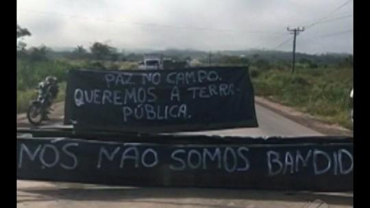 Integrantes do MST bloqueiam trecho da rodovia PA-279 em protesto
