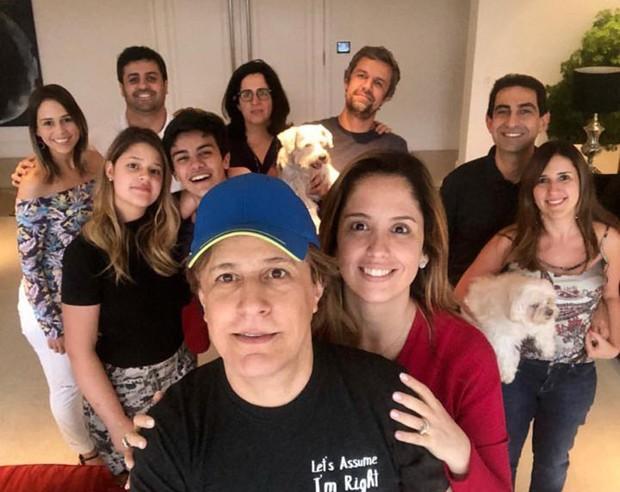 Victor Aguiar convive bem e tem admiração pela família da namorada, Maria Cavalcante (Foto: Reprodução/Instagram)