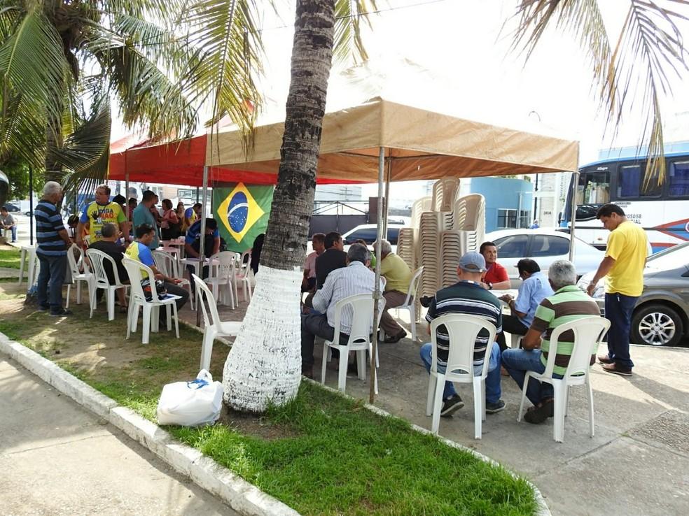 Protesto de urbanitários ocorreu na manhã desta sexta (Foto: Adneison Severiano/G1 AM)