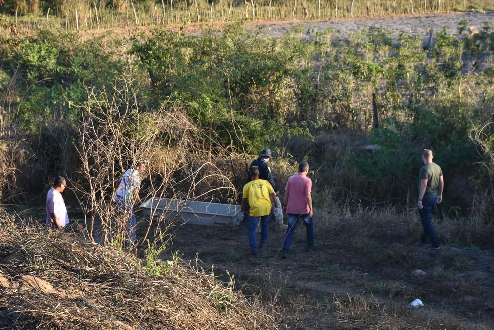 Homem morre esfaqueado após flagrar companheira com ex e brigar com ele na Bahia — Foto: Anderson Oliveira/Blog do Anderson