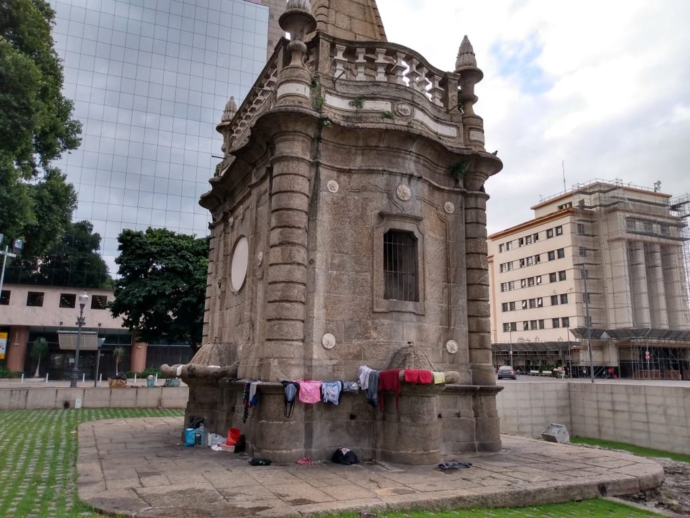 Chafariz da Pirâmide fica na Praça XV — Foto: G1 Rio
