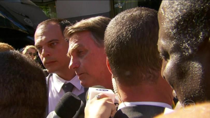 Bolsonaro diz que bloqueia verba porque precisa, mas chama manifestantes de 'idiotas úteis' e 'massa de manobra'