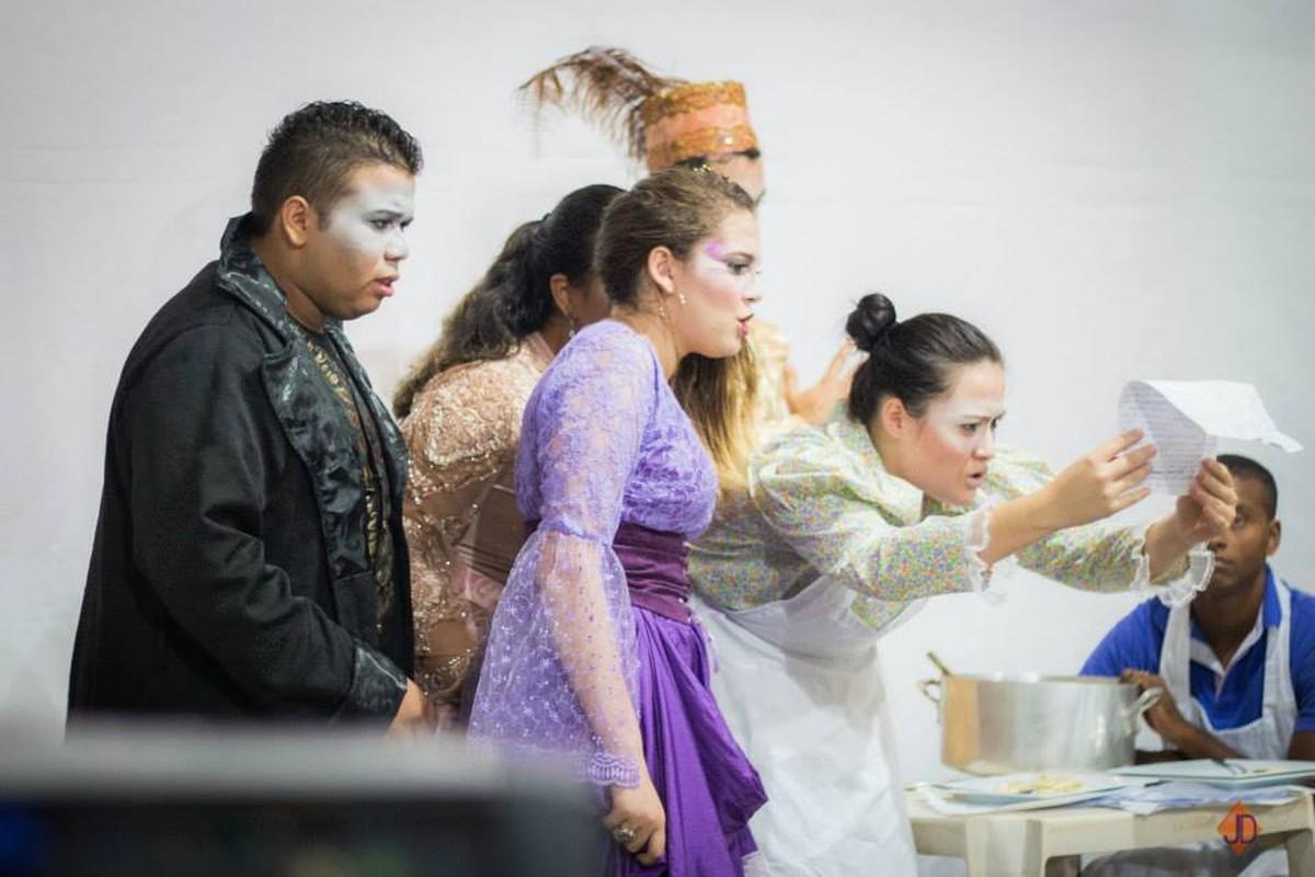 Cia de Artes Jeová Nissi encena a peça 'Hipotermia' em igreja de Boa Vista