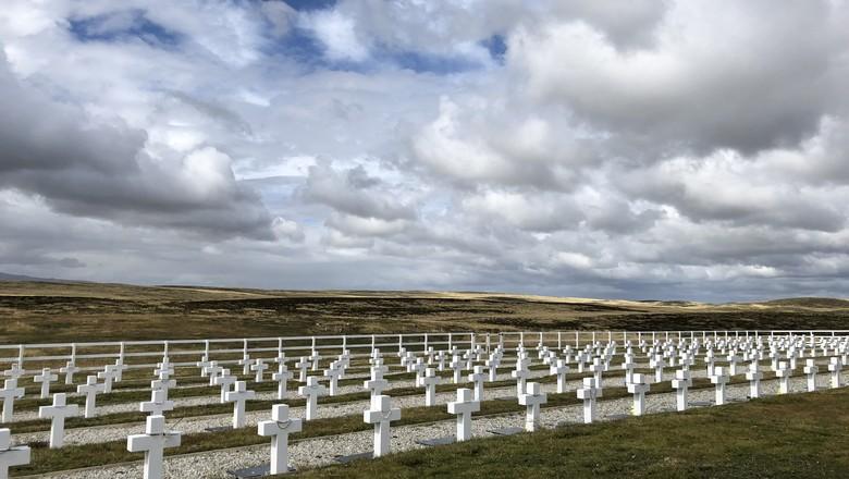 Cemitério argentino nas Ilhas Falklands (Foto: Bruno Blecher)