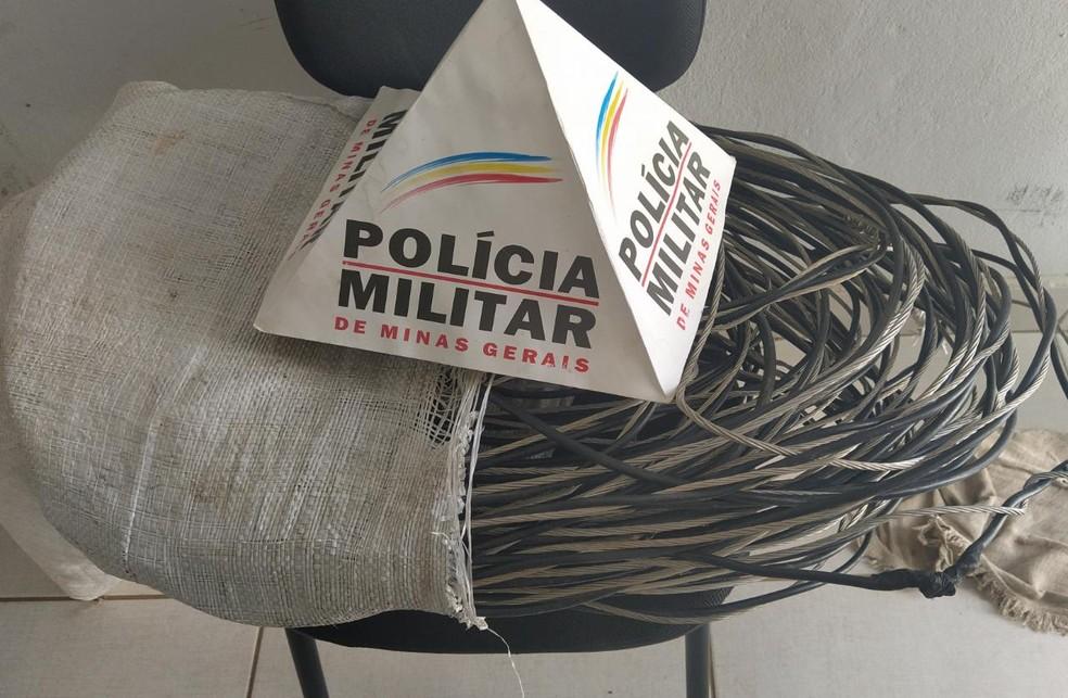 Criminosos furtaram fiação da casa de um idoso  — Foto: Polícia Militar/Divulgação