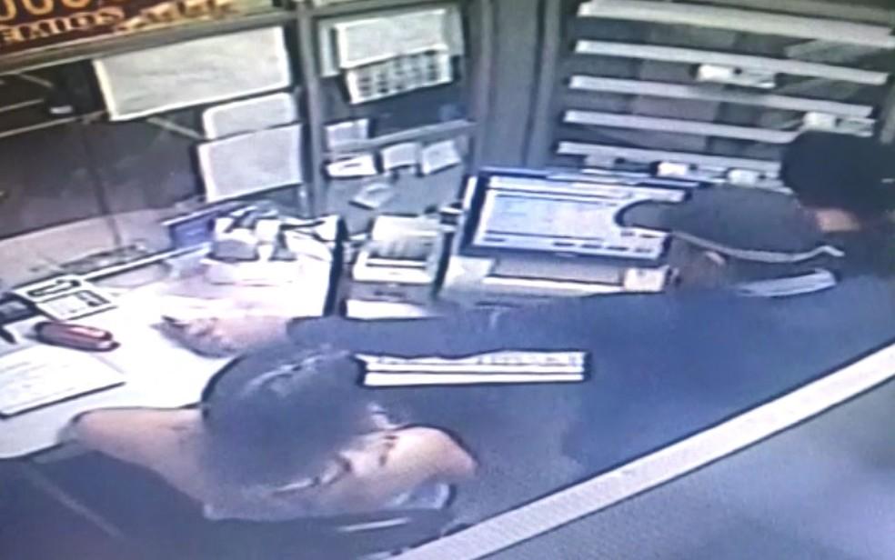 Criminoso assalta lotérica dentro de supermercado na Vila Pompéia, em Campinas (SP) — Foto: Circuito de segurança