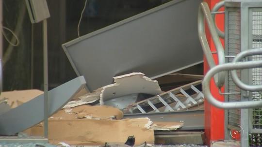 Quadrilha explode caixas eletrônicos de banco em Potirendaba