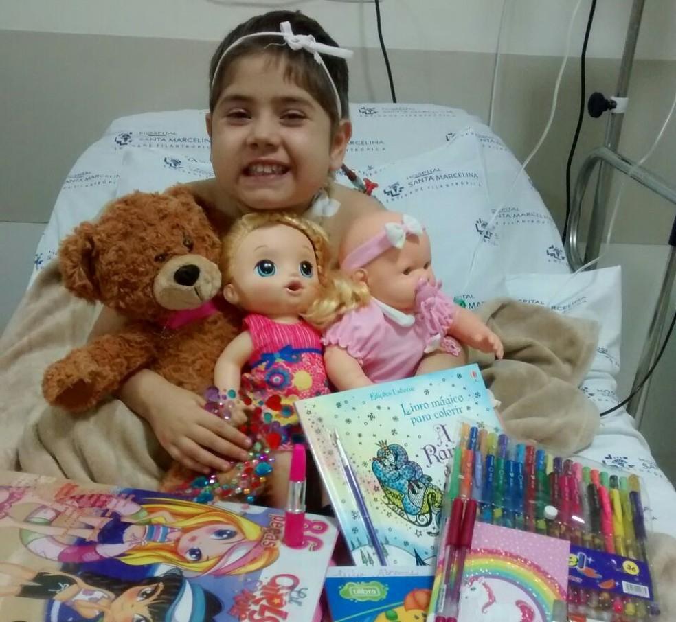 Júlia Abrame comemorou 7 anos em hospital onde passou por transplante de medula (Foto: Arquivo Pessoal/Adriana Abrame)