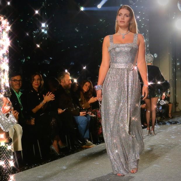 Lady Kitty Spencer, sobrinha da Princesa Diana, desfila para Dolce & Gabbana (Foto: Reprodução/Instagram)