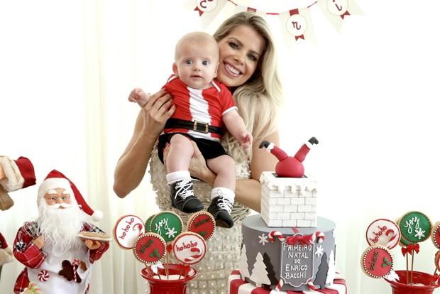 Karina Bacchi e o filho Enrico (Foto: Brazil News)
