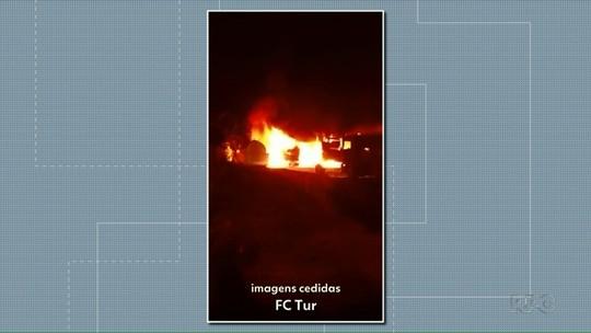 Incêndio destrói veículos de empresa de turismo em Salto do Lontra